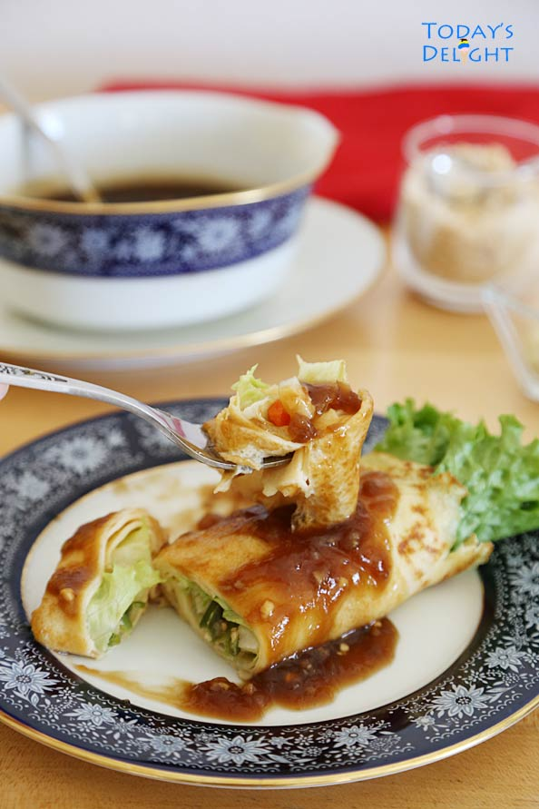 Filipino Fresh Spring Roll with brown sauce