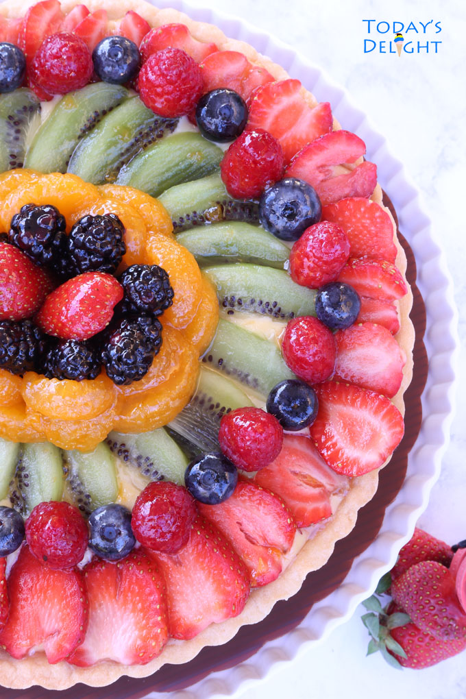 To make this fruit tart recipe you need a crust, custard cream and fruits.